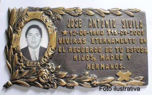 placa de bronce con foto