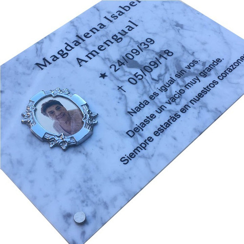 placa de mármol grabada  75x55cm. con foto y marco incluido.