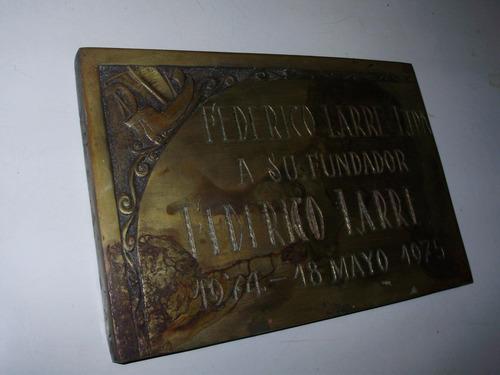 placa federico larre ltda bronce macizo 30x20x2 cmts 1975