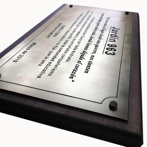 placa grabada en bronce, homenaje, recordatoria. 40x30cm
