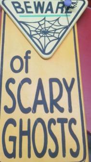 placa halloween ter cuidado fantasmas de terror
