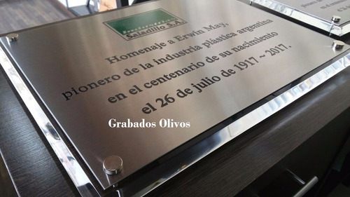 placa homenaje acrilico 10mm,30x22.5, inoxidable 27x19.5
