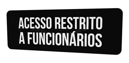 placa indicativa preta acesso restrito a funcionários lounge