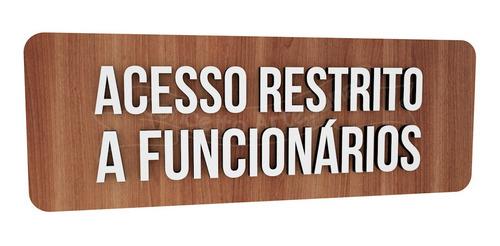 placa indicativa sinalização acesso restrito a funcionários