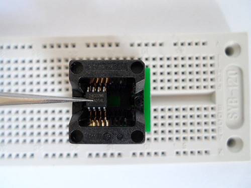 placa protoboard com 700 pontos e 4 furos para fixação.
