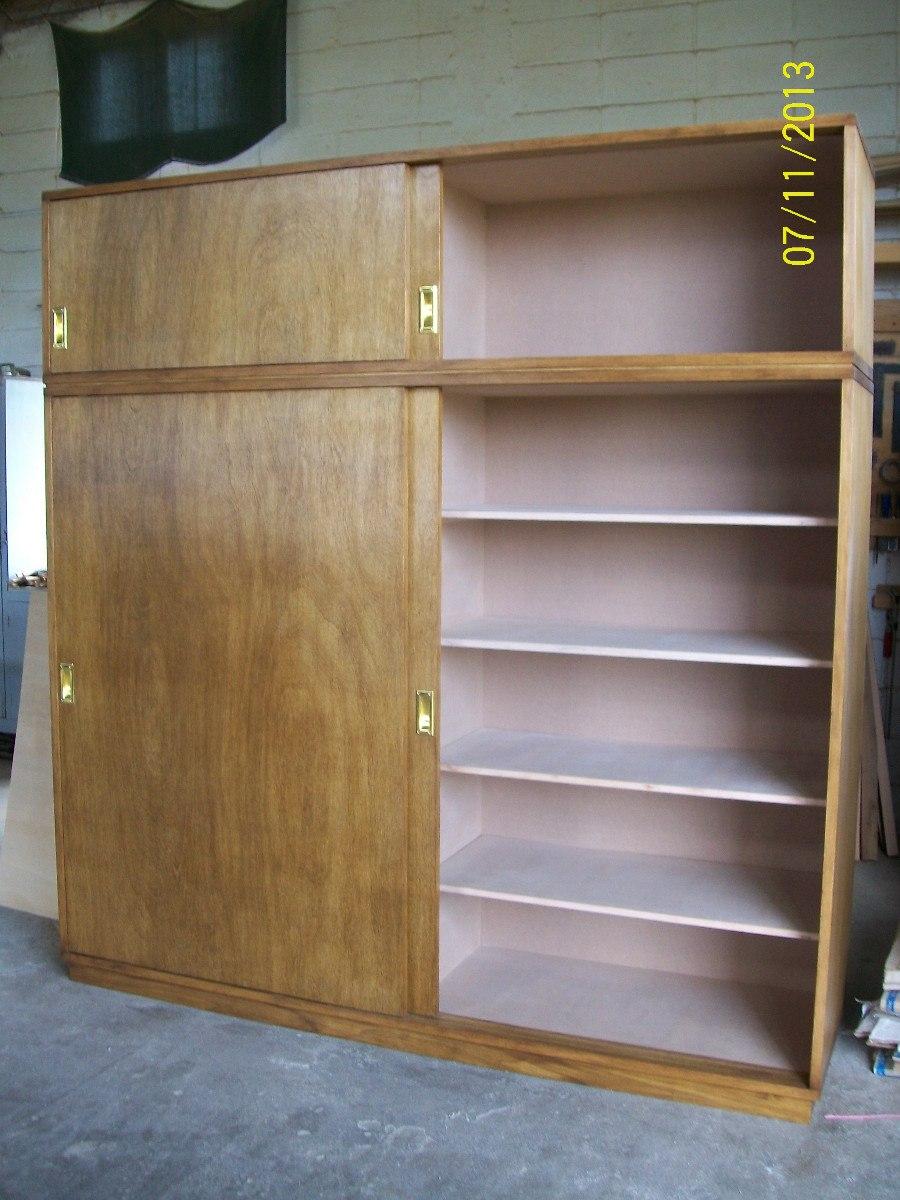 Placares en madera guatambu con puertas corredizas 16 for Modelos de puertas corredizas de madera