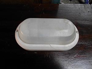 plafón exterior de plático nuevo sin uso con un peq. detalle