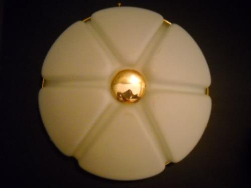 plafón para techo en vidrio blanco con detalles en dorado