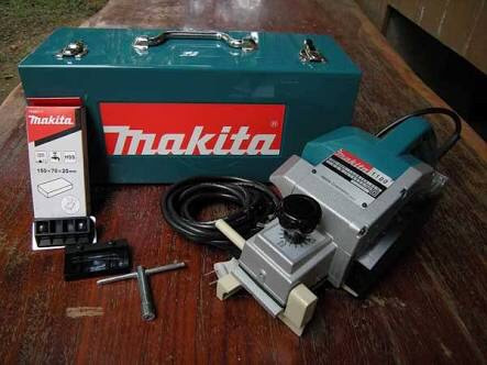 plaina elétrica makita mod.1100 220v industrial (cx metal)