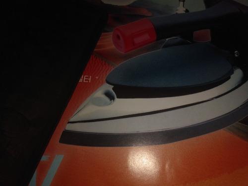 plancha de mano industrial para alta producción de planchado