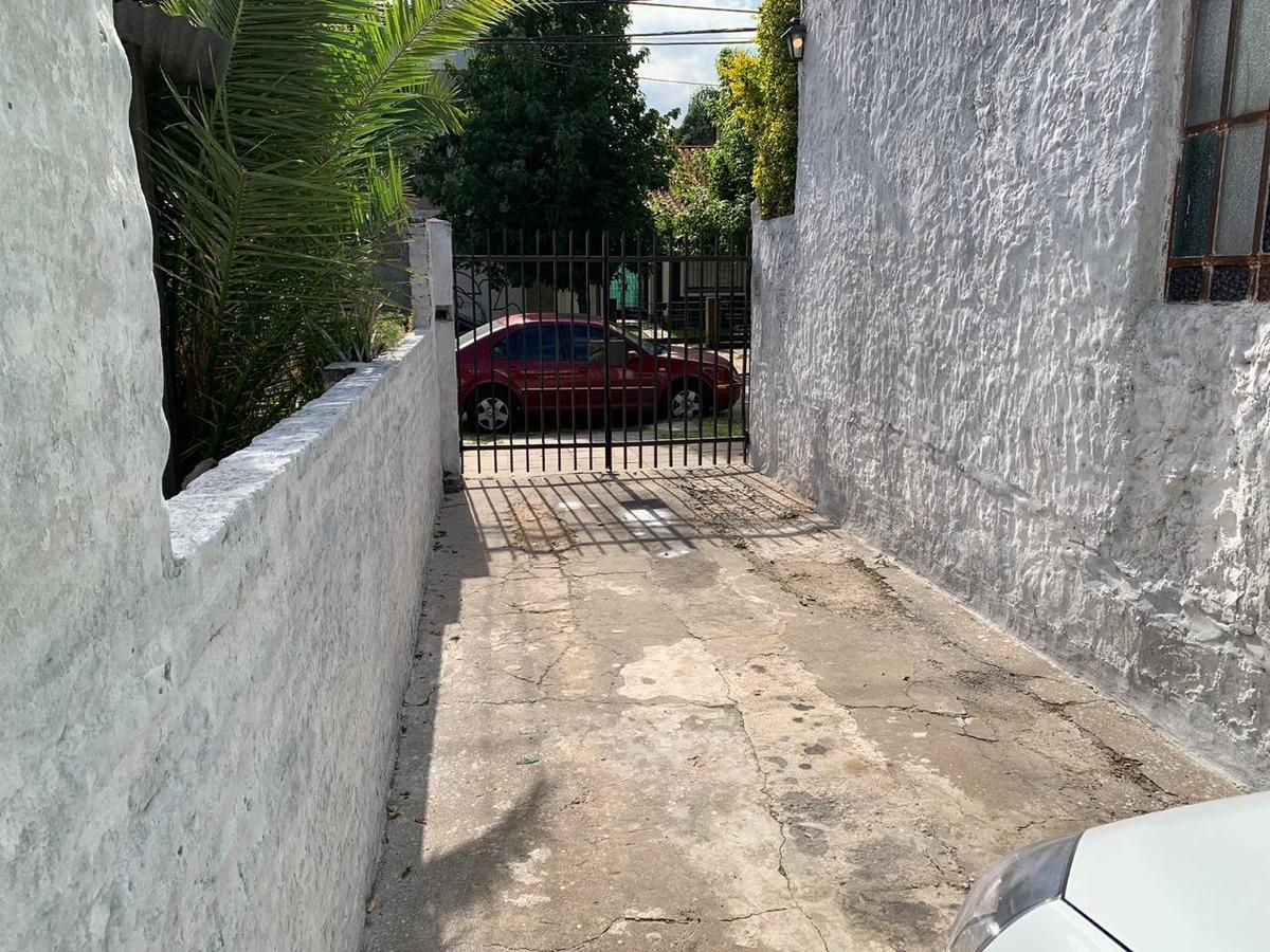 planta baja: entrada de coche, estar, dormitorio/escritorio, living, cocina comedor integrado, patio. f: 7925