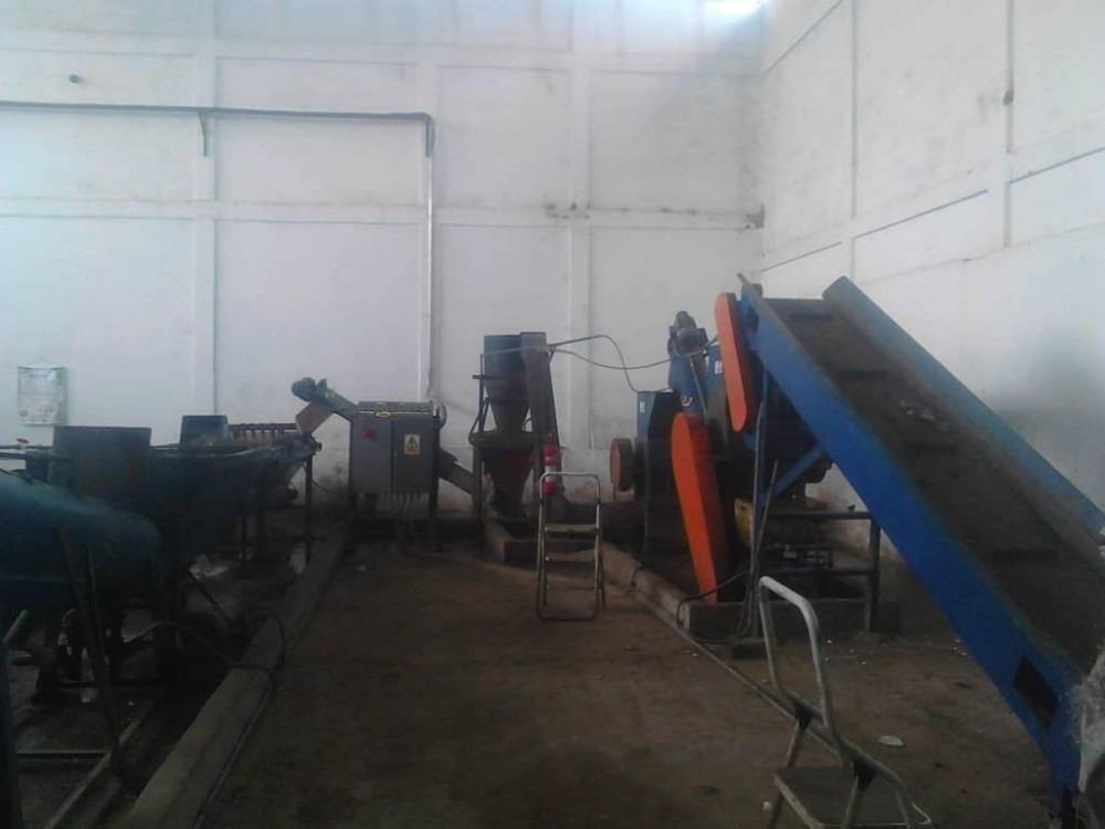 planta procesadora de plástico, galpón alquilado.