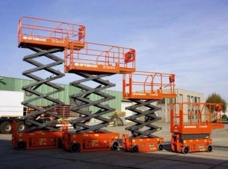 plataforma de elevación tijera eléctrica. nueva 0km alt 13.6