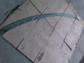 platina trasera cromada de chrysler 300 cs v8