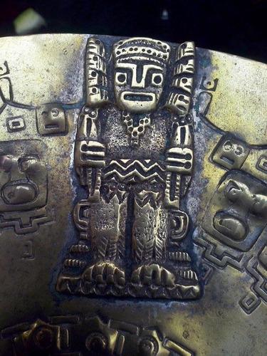 plato azteca de bronce