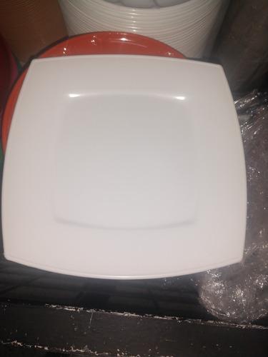 plato cuadrado plástico 50 piezas