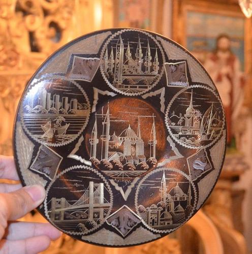 plato de cobre finamente pintado diseño de varias ciudades.