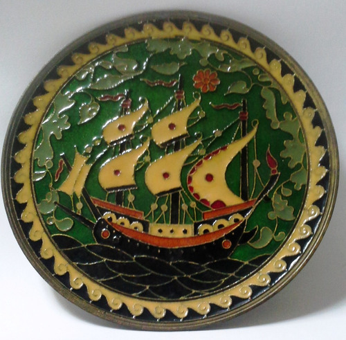plato de pared de bronce cloissoné velero etrusco