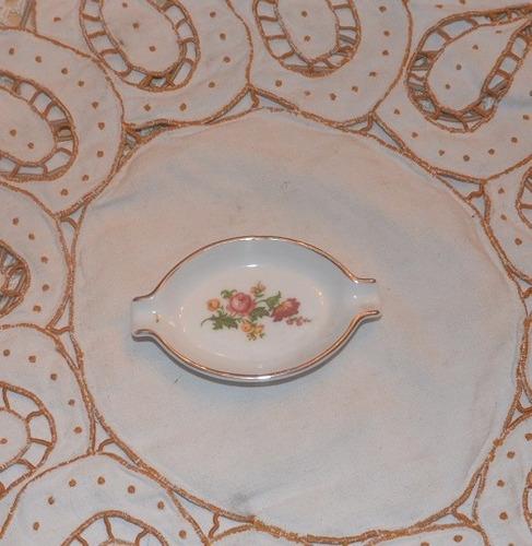 plato de porcelana decorativo.