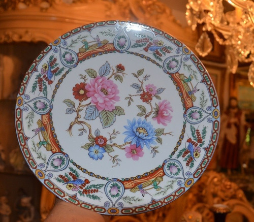 plato de porcelana. diseño flores