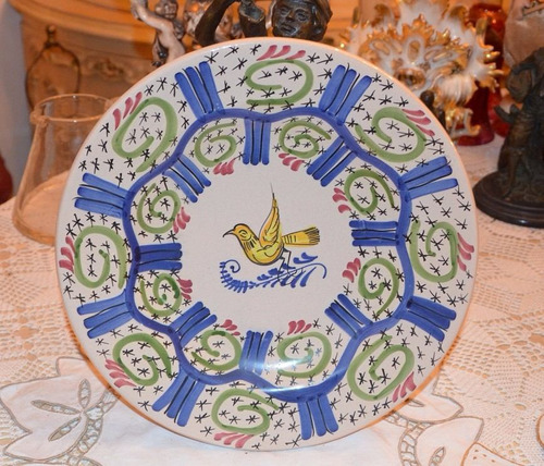 plato de porcelana finamente pintado a mano