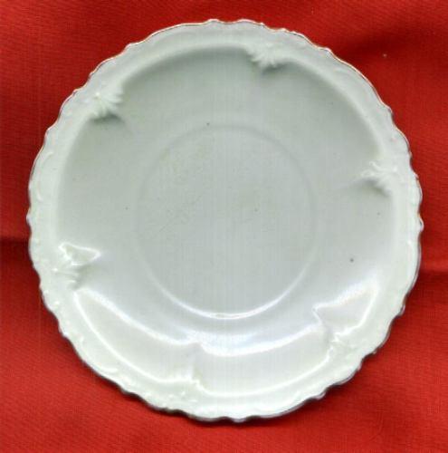 plato decorativo porcelana verde agua borde oro sin sello ex