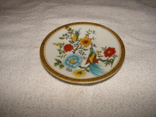 plato en porcelana antiguo pintado a mano