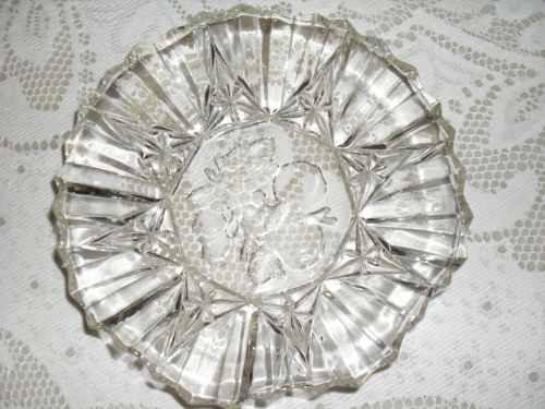 plato hondo cristal en ondas, facetado y fondo frutas