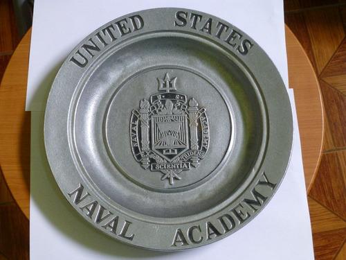 plato metalico de la academia naval de los estados unidos