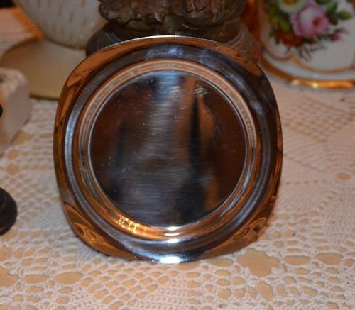 plato pequeño plateado. ideal para tazas de té o café