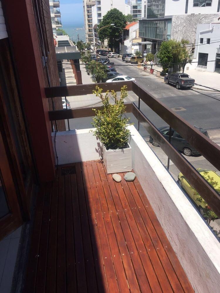 playa grande. departamento dos ambientes con balcón.