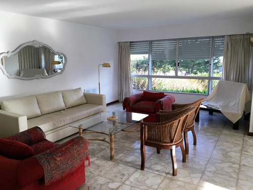 playa mansa, primera fila, 3 dormitorios, 2 baños, balcón, garage, servicios
