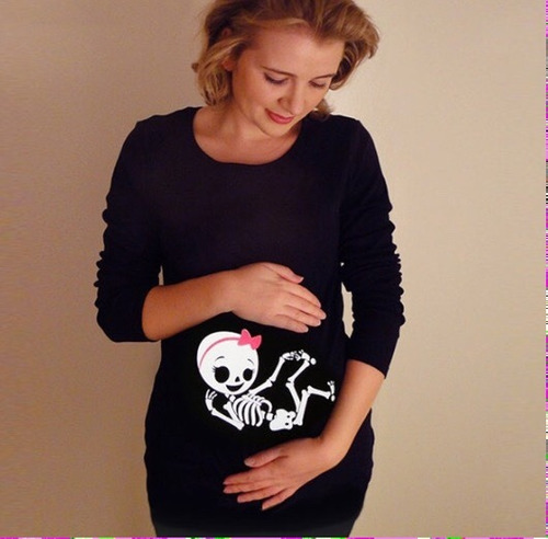 playera para embarazada esqueleto, halloween, pareja, bebe