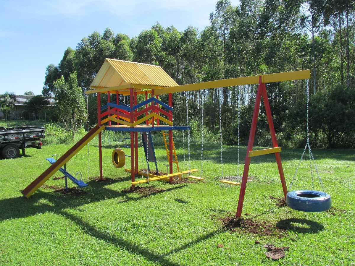 Playground em madeira c 15 brinquedos r em for Material piscina barato