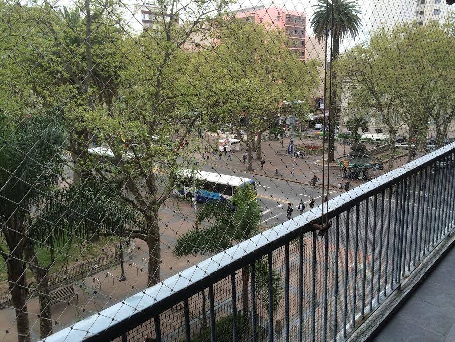 plaza cagancha, centro sobre 18 de julio.-
