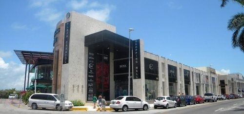 plaza caracol. local comercial en renta no. 110. 60 m2. en cancún