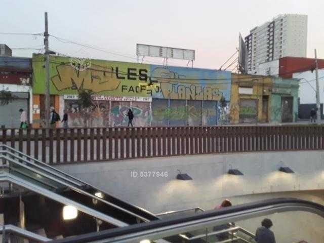 plaza chacabuco / fuera del metro