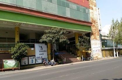 plaza comercial 4 niveles 2 entradas 1 de mayo y sor juana