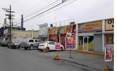 plaza comercial sobre avenida principal centro de apodaca y ave. miguel aleman