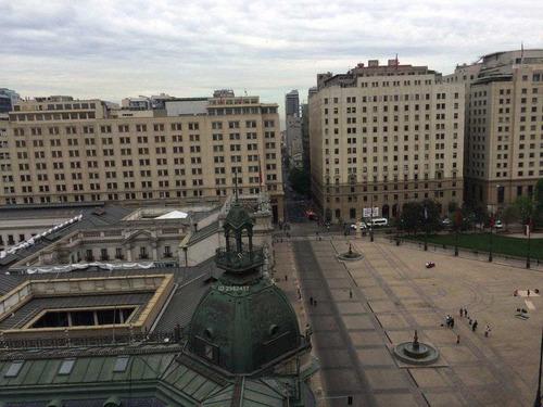 plaza de la constitución, centro histórico de santiago.
