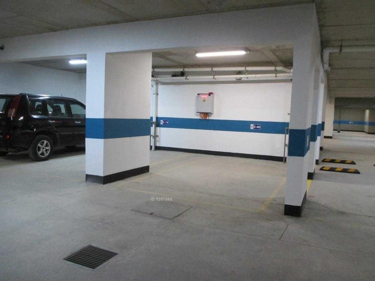 plaza las lilas (las hortensias), con estacionamiento