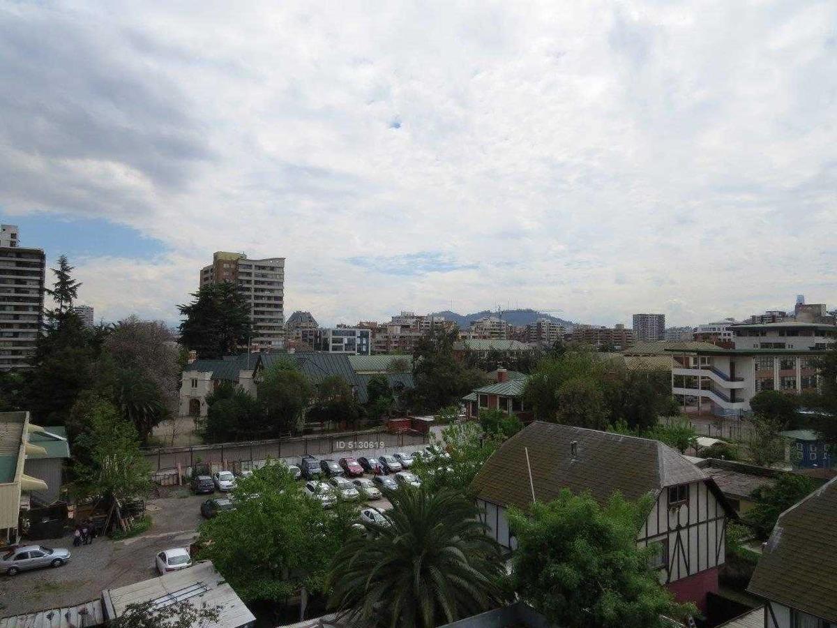 plaza ñuñoa / pedro torres