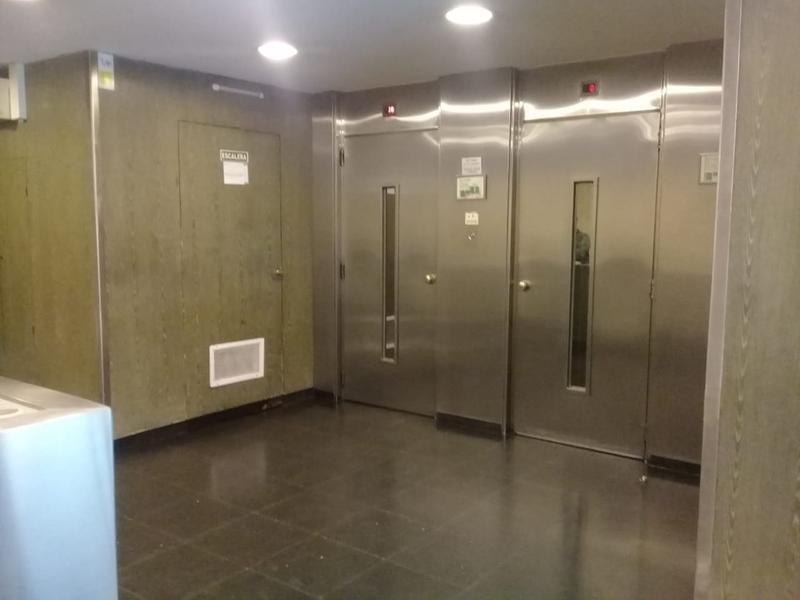 plaza san martín - 2 ambientes en edificio con seguridad
