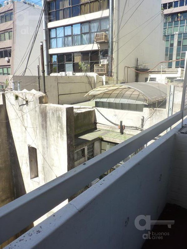 plaza san martín. moderno loft con balcón. alquiler temporario sin garantías.