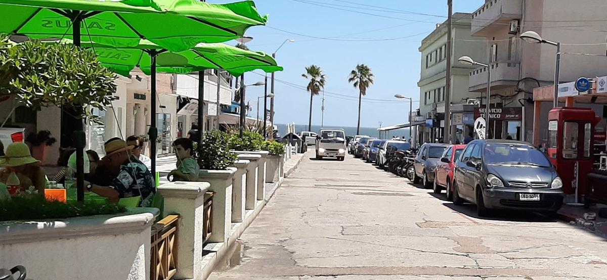 pleno centro,media cuadra playa libre turismo