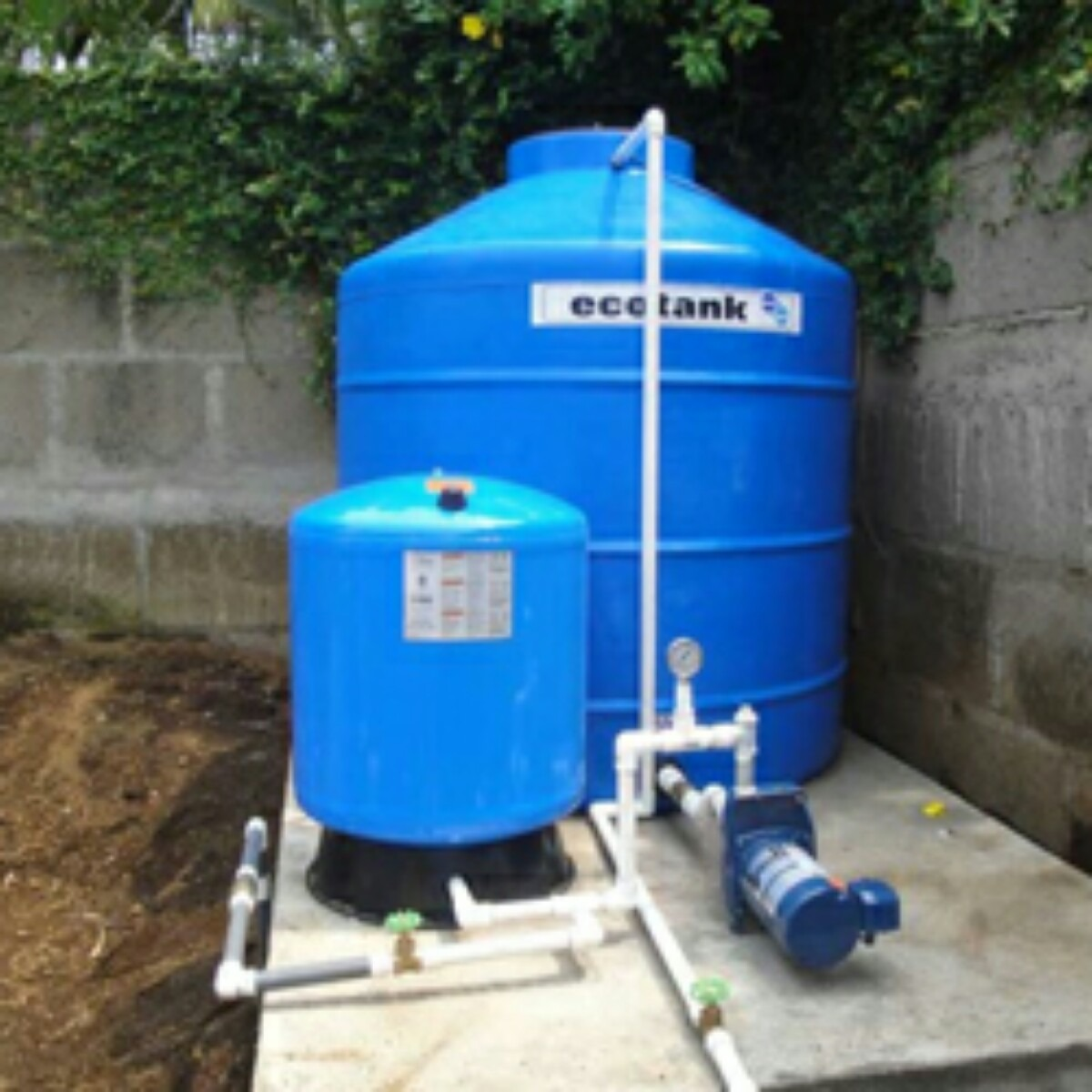 Plomeria e instalaciones de tanques residenciales en for Tanque hidroneumatico para agua