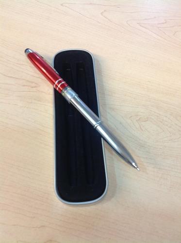 pluma con lampara led y stylus
