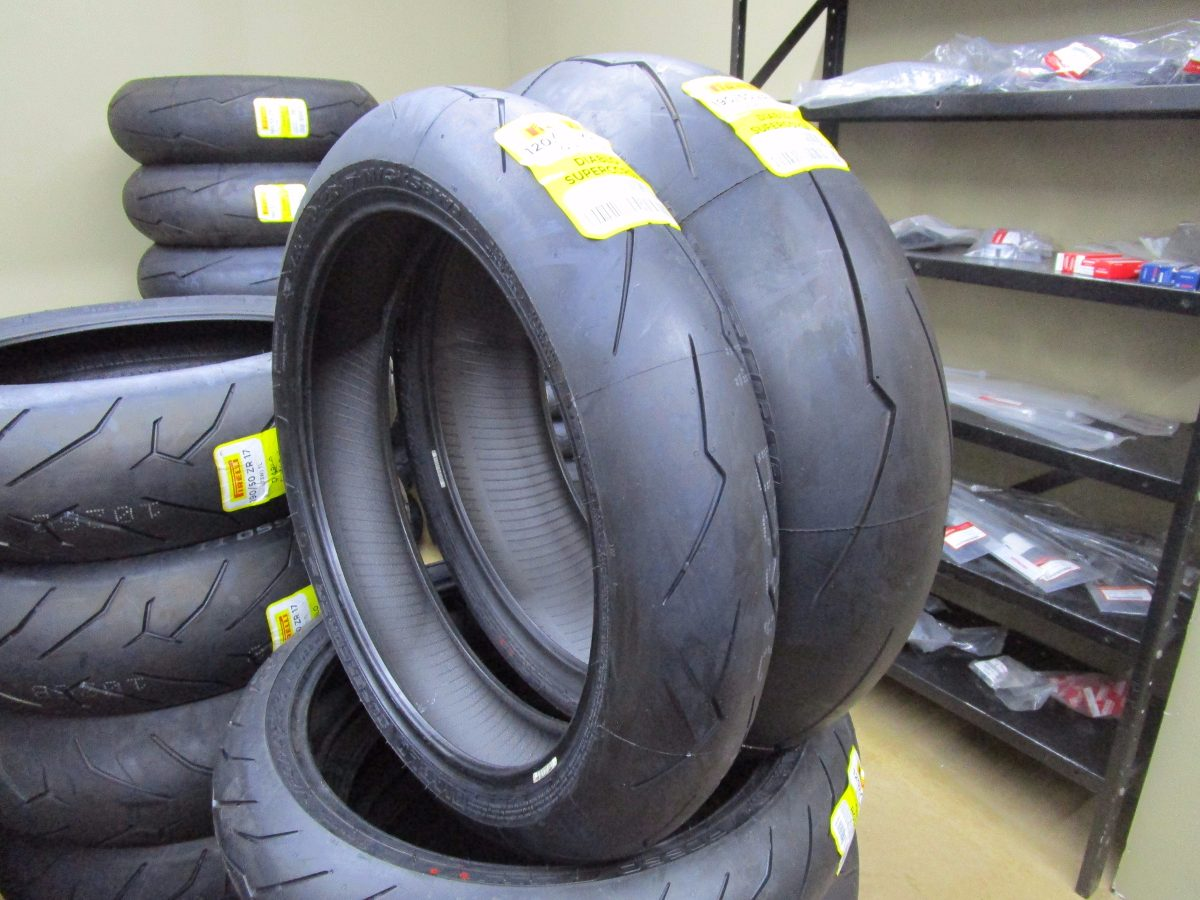 pneu pirelli diablo supercorsa sp v2 120 70zr17 190. Black Bedroom Furniture Sets. Home Design Ideas