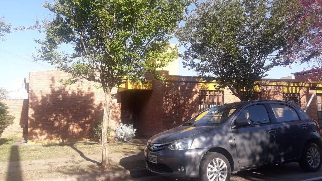 poeta lugones casa 3 dormitorios piscina t345m2 c151m2