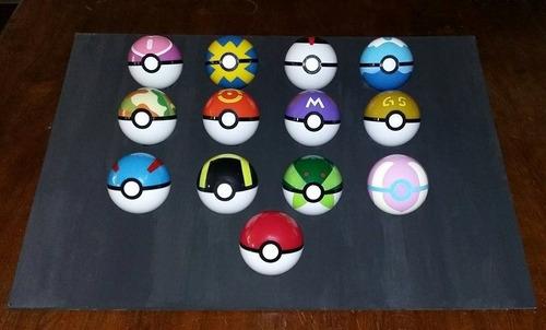 pokebola + 4 pokémon de regalo al azar (2-3 cms).
